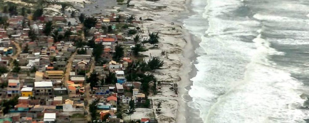 Ressaca expõe perigo para moradores de invasões em Monte Alto