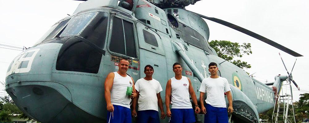 """Helicóptero da Base Aérea Naval de São Pedro recebe """"um tapa no visual"""" para ficar bem na foto"""