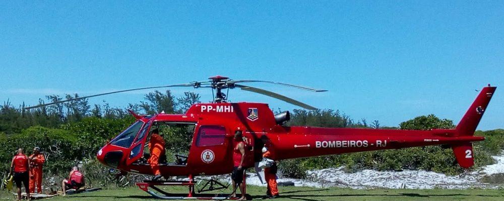 Helicóptero do Corpo de Bombeiros de prontidão para resgates e salvamentos na Região dos Lagos
